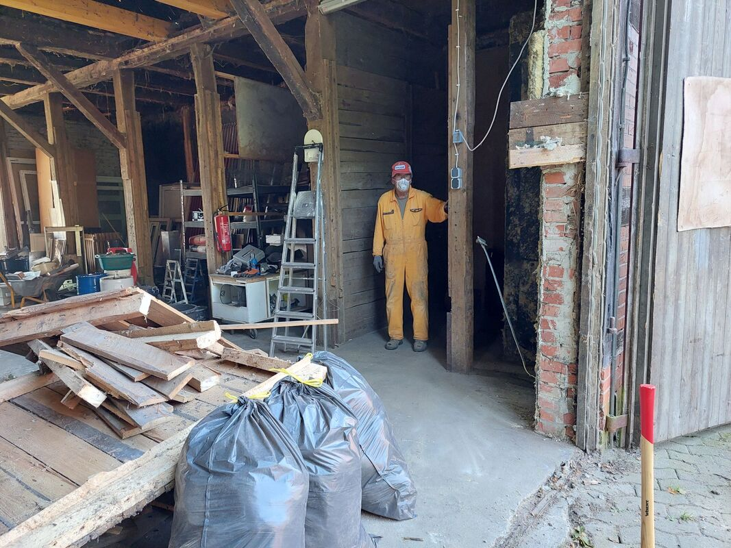 <span></span><div>and thanks to Werner for doing the aweful glass wool clean up in the potatoe house</div>