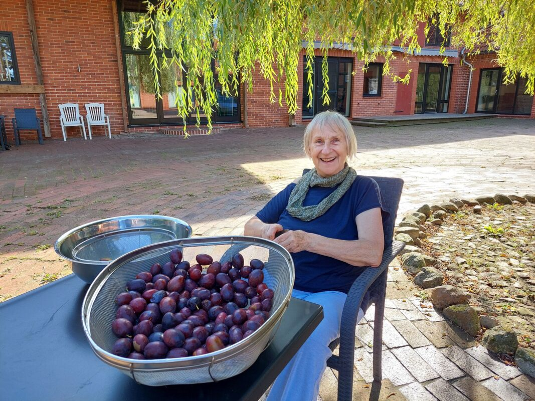 <span></span><div>Thank you Evelin for making so many plum cakes</div>