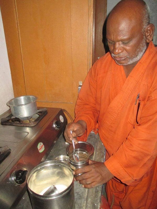 <span></span><div>Bodhi giving the Jisha a Chai lesson</div>