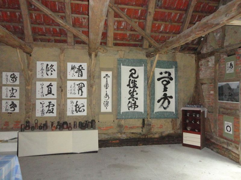 Calligraphies and pottery - <span>for sale in the reception room</span>