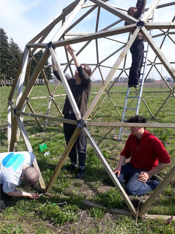 <span></span><div>The plan was good: Using the dome as a tomatoe green house....</div>