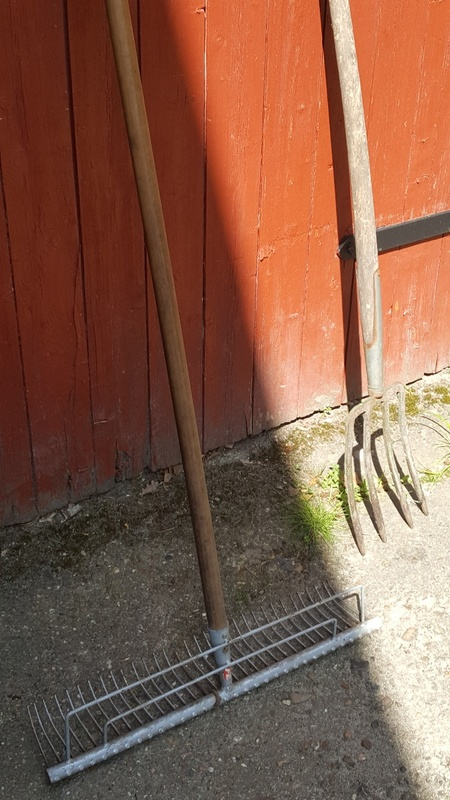 <span></span><div>Garden tools donated by Werner</div>