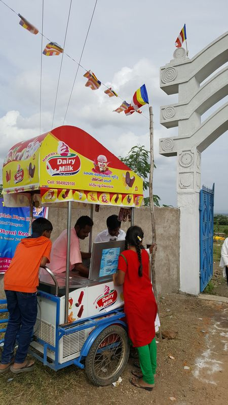 <span></span><div>Ice cream man found his way to the gate of Indozan</div>