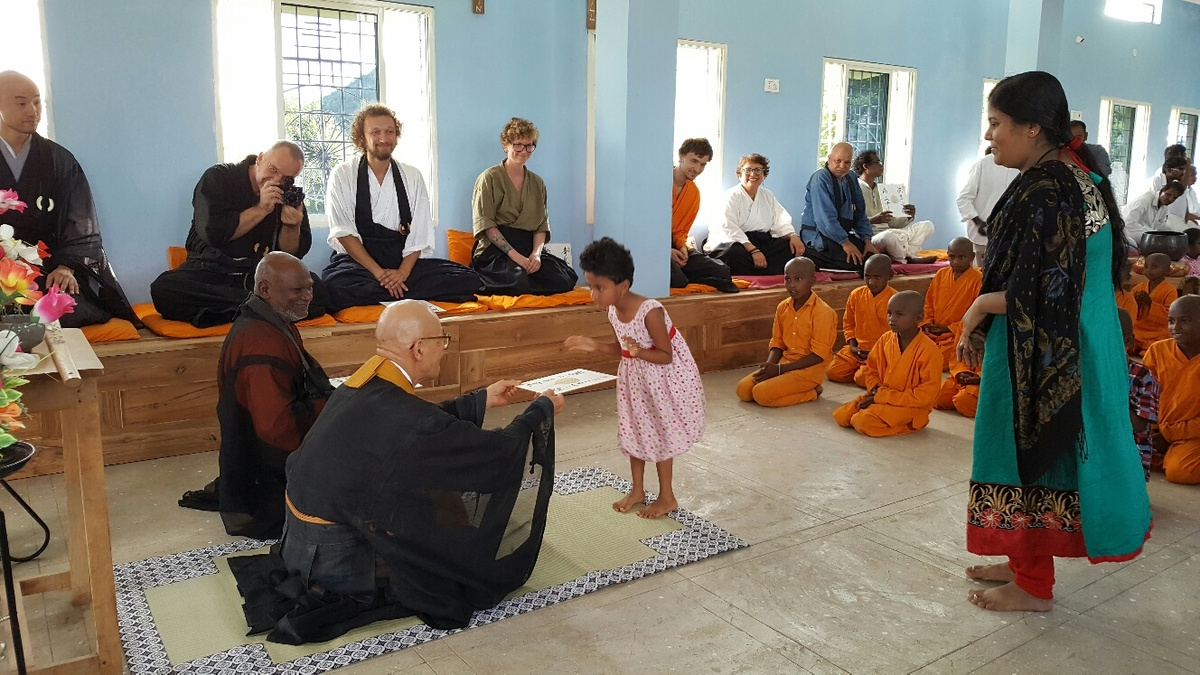 <span></span><div>....4 year old Ananya sat the sesshin as well - seated between her parents</div>