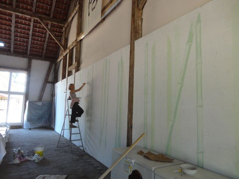 Artist Myokan - <span>is finishing the bamboo drawing</span>
