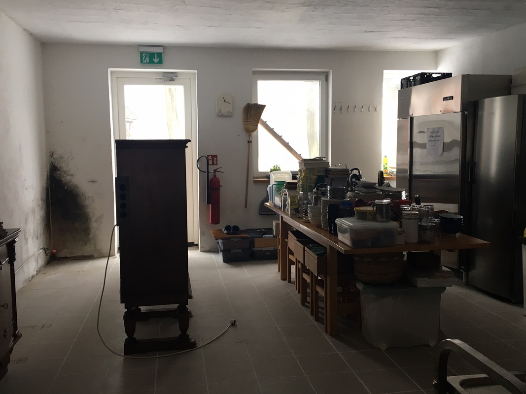 <span></span><div>cleaning behind the cupboards</div>
