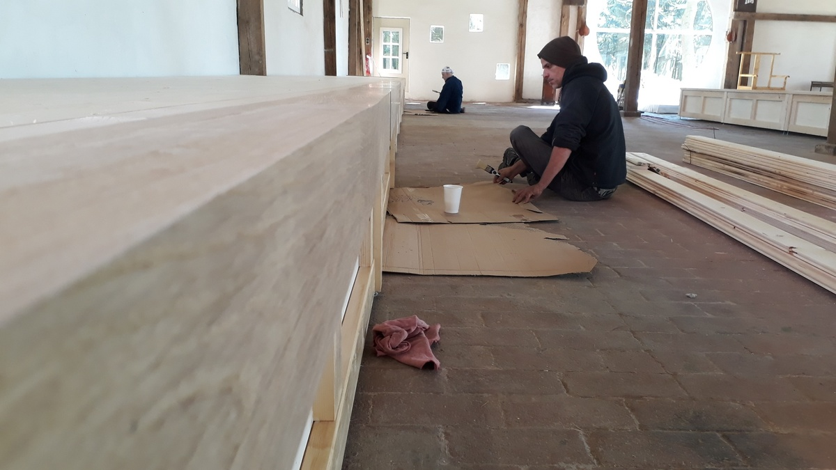 <span></span><div>Wood is getting a layer of varnish by Filippo and Gustavo</div>