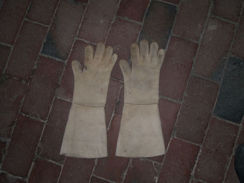 Fireplace gloves from Michael  <span></span>