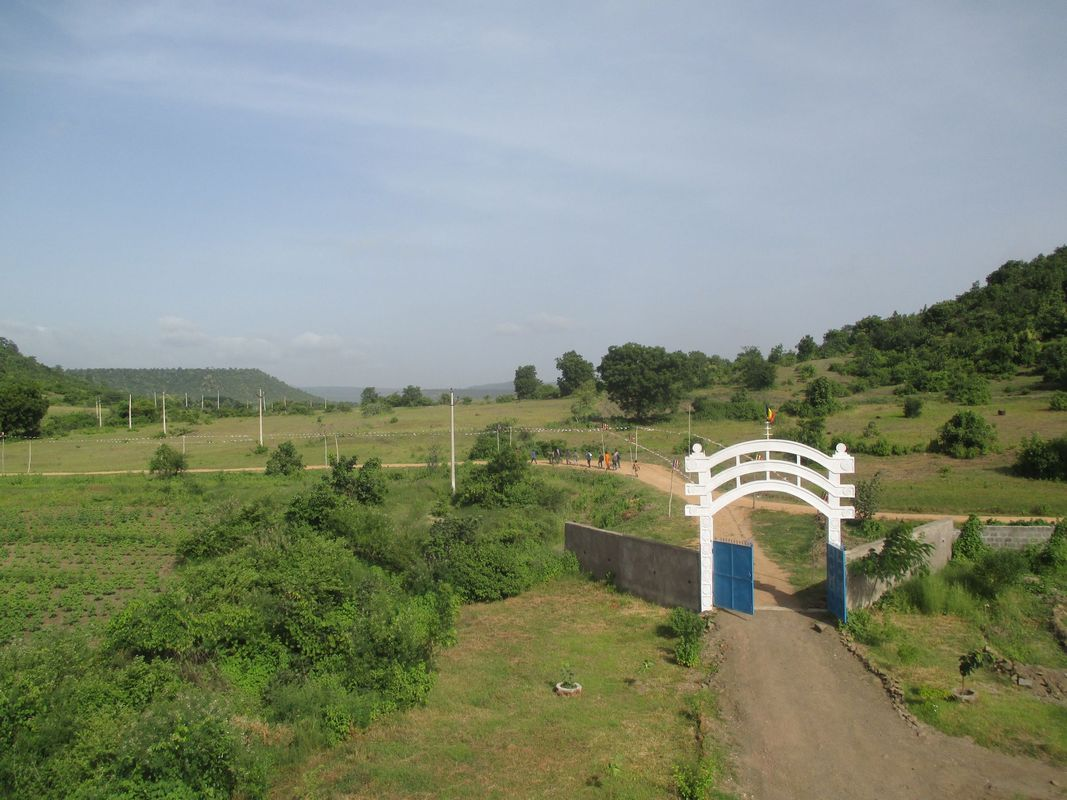 <span></span><div>The school is 1,5 km away...</div>