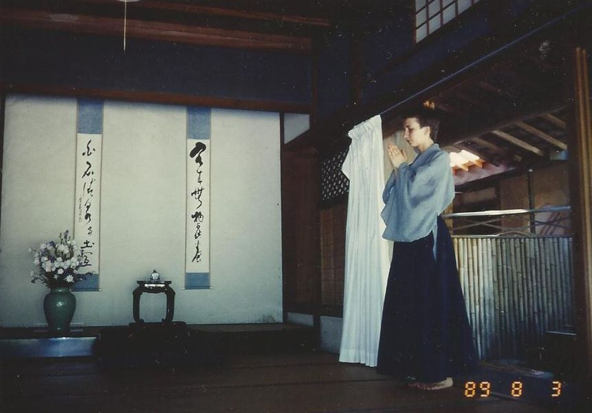 Entering Zendo  <span></span><div>holding the hands in Gassho</div>