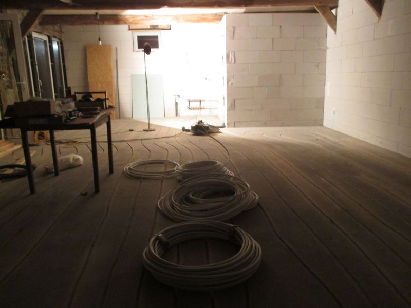 <span></span><div>Night shift - and all the floor heating lines are in the cement</div>