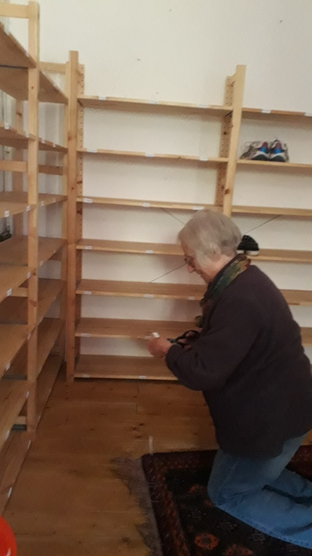 <span></span><div>Evelin putting on name tags.... on shoe boxes...</div>
