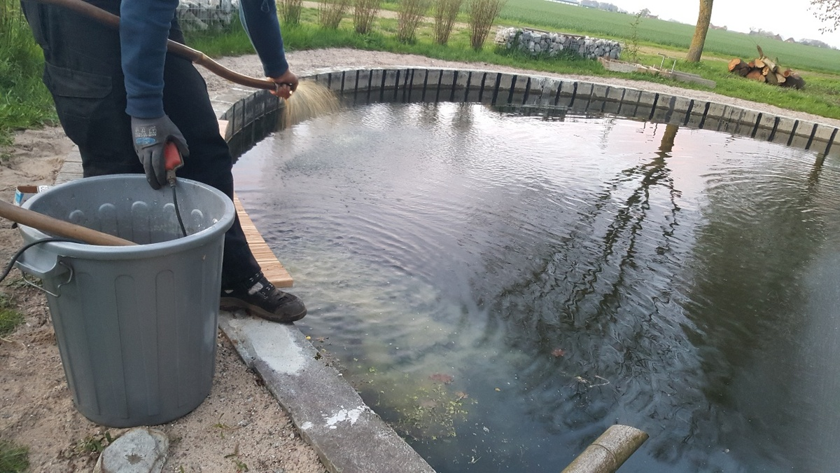 <span></span><div>Lake is receiving an EM treatment donated by Karl</div>