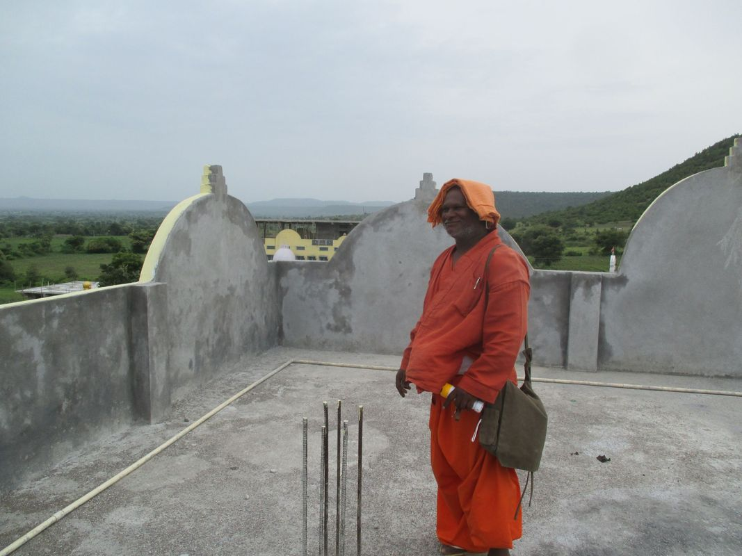 <span></span><div>Constructor Bodhi giving us a tour</div>
